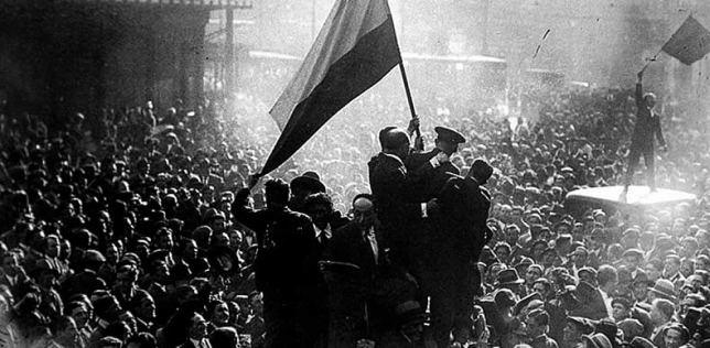 Puerta de Sol, april 1931. Spanjaarden vieren het begin van de republiek